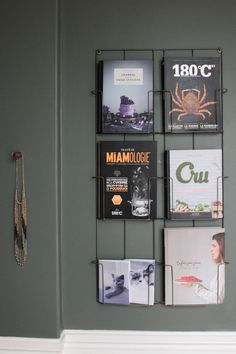 How to Organize your Magazines in a Stylish Way Parisienne Chic, Office Wall Design, Office Interior Design, Cabinet Medical, Bookshelf Design, Bookshelves, Diy Mugs, Parisian Apartment, Blog Deco
