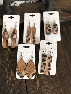 Diy Leather Earrings, Diy Earrings, Leather Jewelry, Earrings Handmade, Leather Projects, Leather Crafts, Biscuit, Homemade Jewelry, Cricut Creations