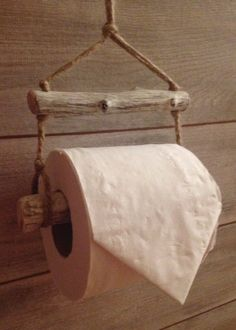 Diy toilet paper holder ideas driftwood toilet roll holder house warming gift idea rustic paper ideas home decorators collection blinds cordless Driftwood Projects, Driftwood Art, Driftwood Ideas, Driftwood Furniture, Diy Projects, Diy Toilet Paper Holder, Diy Casa, Creation Deco, Rustic Decor