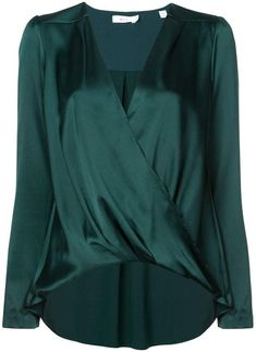 silk blouse Source by Long Blouse, Blouse Dress, Green Blouse Outfit, Mode Outfits, Fashion Outfits, Womens Fashion, Silk Top, Look Fashion, Blouse Designs