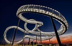 Serpente de Luz. Vencedora do Prêmio Nacional da Alemanha do Prêmio de Fotografia Sony World 2014.  Fotografia: Holger Schmidtke da Alemanha.  http://www.photographyoffice.com/blog/2014/3/2014-sony-world-photography-awards-40-breathtaking-winning-photos-revealed