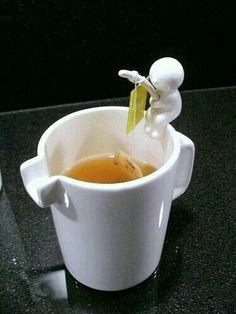Segurar o sachê de chá