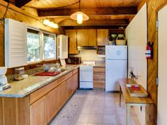 Ultra-cozy cabin with large deck and riverfront location