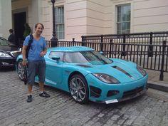Man har onödigt mycket pengar om man kan köpa en Koenigsegg CCX och välja en ful färg för att sticka ut... det gör man ändå med en sån bil.