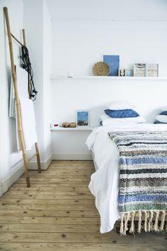 Binnenkijken: Bij paps en mams.   FOX andsome Home Decor Inspiration, Shag Rug, Bed, Furniture, Shaggy Rug, Stream Bed, Blanket, Beds, Arredamento