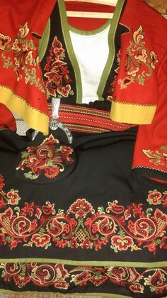 Russian Style, Russian Fashion, Scandinavian Embroidery, Chinese Patterns, Costumes Around The World, Folk Costume, Norway, Embellishments, That Look