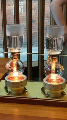 Check out the Experience Bar at Starbucks Roastery in Seattle, Washington. This is coffee done using Siphon method Starbucks Seattle, Seattle Travel Guide, Coffee Shop Branding, Coffee Industry, Coffee Store, Coffee Maker, Coffee Coffee, Coffee Beans, Gourmet Recipes