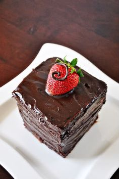 Chocolate sponge cake with strawberry whipped cream filling! I could eat this right now! Strawberry Birthday Cake, Strawberry Cakes, Strawberry Recipes, Strawberry Whipped Cream, Strawberry Filling, Chocolate Sponge Cake, Delicious Cake Recipes, Just Cakes, Chocolate Recipes