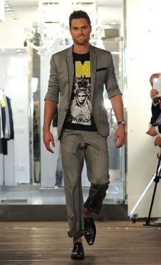 Philipp Plein  Laid-back tailoring teamed with rock-and-roll t-shirts was central to the Philipp Plein collection.