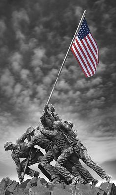 The US Marine Corps War Memorial is located on Arlington Ridge along the axis of the National Mall in Washington DC. Marine Corps History, Us Marine Corps, Pray For America, I Love America, American Spirit, American Pride, American Flag, Once A Marine, Patriotic Pictures