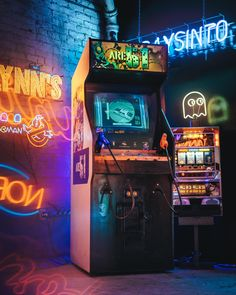 ITAP of my classic arcade shooter Stranger Things Quote, Stranger Things Aesthetic, Neon Aesthetic, Aesthetic Vintage, Arcade Room, Retro Arcade, Photo Wall Collage, Video Game Art, Retro Video Games