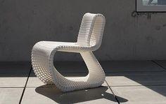 Cellular Loop: Stuhl aus dem 3D-Drucker. Weltweit erster gedruckter Freischwinger (Design: Anke Bernotat, 2014)