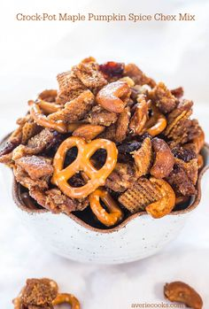Crock-Pot+Maple+Pumpkin+Spice+Chex+Mix+-+Loaded+with+fall+flavors+and+made+in+a+Crock-Pot!+Wayyy+too+easy+and+totally+irresistible!!!