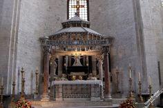 Базилика Святого Николая хранящая мощи Николая Чудотворца в Бари Bari basilica San Nicola tomb