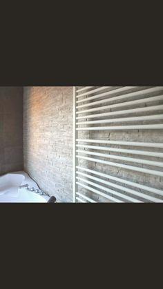 Badkamer met rotsstrips
