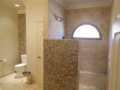 Begehbare Dusche Doorless Shower Ideas Walk In Bike Riding And Presen Small Tile Shower, Half Wall Shower, Shower Tile Designs, Walk In Shower Designs, Small Bathroom, Bathroom Ideas, Bathroom Designs, Master Shower, Bathroom Showers
