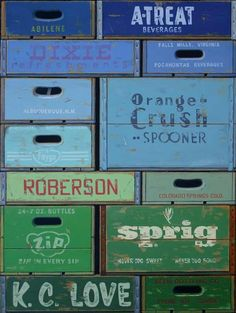 vintage crates - just pretty! Ang, the word's out, You're looking for crates! Cageots Vintage, Vintage Crates, Vintage Stuff, Vintage Decor, Pallet Crates, Wood Crates, Wood Boxes, Things Organized Neatly, Deco Design