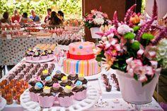 ericavighi fotografia: Aniversário da Amanda: Cupcake party!! Cupcake Party, Wedding Cupcakes, Cupcake Ideas, Table Decorations, Parties, Party Ideas, Sugar, Home Decor, Milk Bath