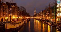 La mágica ciudad de #Amsterdam combina sus extensos canales y numerosos puentes ✈