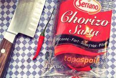 Chorizo Hot Sausage from Spain, Chorizo Paprikawurst für One-Pot-Pasta Rezept.