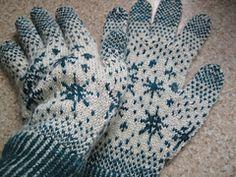 Ravelry: Snowflake Gloves pattern by Amanda Carrigan
