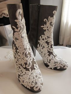DIY : LACE BOOTS Not particularly fond of this color/style combo but love the general idea!