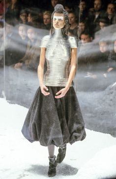 See the complete Alexander McQueen Fall 1999 Ready-to-Wear collection.