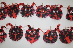 Výsledek obrázku pro adventní výzdoba Mardi Gras Party, Carnival Masks, Saint Nicholas, Autumn Art, Yule, Kids And Parenting, Activities For Kids, Arts And Crafts, Santa