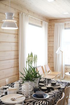 Summer House Interiors, Cottage Interiors, Norway House, Inside A House, Contemporary Cottage, Weekend House, Living Styles, Cozy Place, Cool Rooms