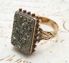 Değerli Taşlar: Demir Grubu Pirit taşlı bir yüzük
