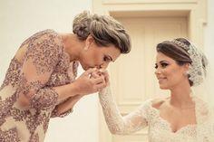 As mães dos noivos também são parte fundamental do casamento e precisam estar lindas no altar. Por isso, o penteado faz toda a diferença no look para que as mamães também brilhem nesse dia. A palavra chave é a elegância, principalmente para as mães mais maduras. O visual precisa estar sofisticado, combinando com o restante …