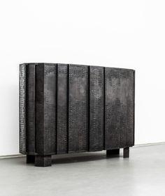 AD Collections, les pieces Ingrid Donat pour Carpenters Workshop Gallery Commode Facette, bronze.