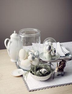 Eier in Gläsern