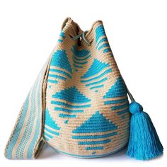 $89.90-$92.90 #Wayuubags. Large Wayuu bag are your go-to comfortable cross-body bags for the beach and the city. You can't have just one! All Wayuu bags come with a handwritten postcard, and little gift. The time required to elaborate a Wayuu Mochila varies from 10-15 days.