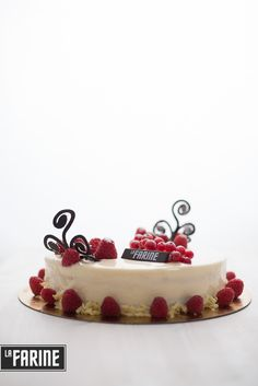 Blanche Framboise Entremet by La Farine Bucharest - delicious cake with raspberries and white chocolate mousse
