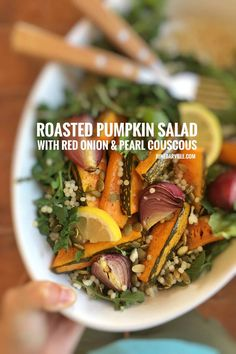 Here's a wholesome roasted pumpkin salad with roasted red onion, arugula, pearl couscous and pumpkin seeds. A top notch vegetarian dinner! Easy Thai Recipes, Easy Salad Recipes, Easy Salads, Side Dish Recipes, Veggie Recipes, Cooking Recipes, Healthy Recipes, Side Dishes, Roast Pumpkin Salad