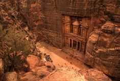 Petra (Ma'an, Jordan) Petra, an archaelogical city carved in rock, is Jordan's most-visited tourist attraction. Smithsonian Magazine named Petra one of the Places to See Before You Die. Places To Travel, Places To See, Taj Mahal, City Of Petra, Photo Voyage, Pictures Of The Week, Amazing Pictures, Destination Voyage, Lost City
