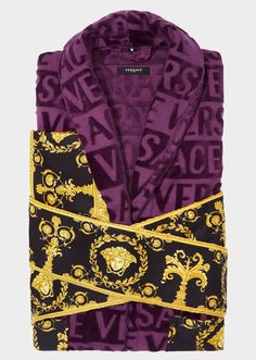 Versace I ♥ Baroque Bathrobe - Home Collection   US Online Store. I ♥ Baroque Bathrobe by Versace Home. <p>Covered in a faint textural VERSACE logo print and accented by a Barocco printed sleeve and wrap belt, this soft and iconically covered bathrobe exudes luxury.</p>