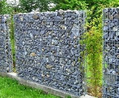Amazing and Unique Ideas Can Change Your Life: Low Fence Garden backyard fence pvc.Natural Fence Green horizontal fence on a slope.Horizontal Fence On A Slope. Gabion Fence, Gabion Wall, Wire Fence, Wooden Fence, Pallet Fence, Bamboo Fence, Rustic Fence, Fence Stain, Concrete Fence