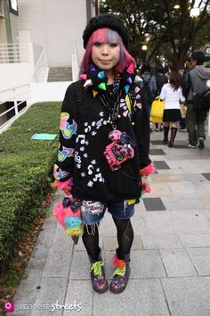 Magazine on Japanese street fashion, runway fashion and street culture. Japon Street Fashion, Japanese Street Fashion, Tokyo Fashion, Harajuku Fashion, Japan Street, Harajuku Style, Scene Outfits, Japanese Streets, Colourful Outfits