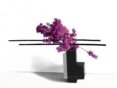 ikebana flower arrangements Sogetsu Mass, Color, Line - 3 main elements. IkebanaWeb.com