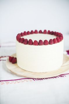 The perfect cake for any gather, this Lemon Poppy Seed cake has lemon poppy seed cake layers, lemon cream cheese frosting and fresh raspberries. Could use her lemon glaze instead and bake on a sheet pan Cupcakes, Cupcake Cakes, Nake Cake, Lemon Cream Cheese Frosting, Poppy Seed Cake, Cake Flour, Pretty Cakes, Let Them Eat Cake, Cake Recipes