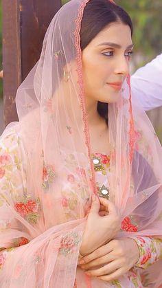 Pakistani Party Wear Dresses, Pakistani Dresses Online, Pakistani Outfits, Pakistani Bridal Makeup, Pakistani Girl, Pakistani Actress, Beautiful Indian Actress, Beautiful Actresses, Ayeza Khan Wedding