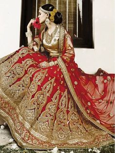Lengha Choli available online at Mirraw.