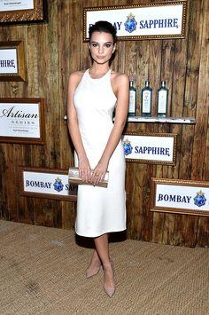 En un look de vestido blanco entallado, para 5th Annual Bombay Sapphire Artisan Series Finale en Miami.