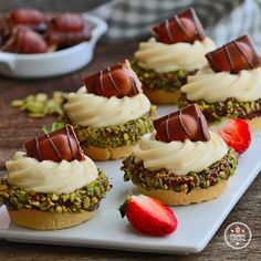 Fıstıklı Ve Beyaz Kremalı Mini Tart - dessert recipes Dessert Oreo, Cookie Desserts, Just Desserts, Cookie Recipes, Tart Recipes, Raw Food Recipes, Sweet Recipes, Dessert Recipes, Dessert Ideas