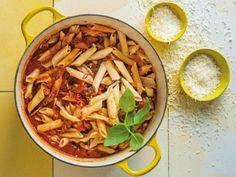 Beesskenkel (beef shin) is een van my nuwe gunstelinge. Dis baie bekostigbaar en 'n geurige snit vleis. Pasta, Beef, Ethnic Recipes, Food, Heart, Red Peppers, Meat, Essen, Meals