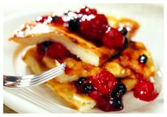 Finnish 'Pannukakku' or Pancake - cooked in the oven. Finnish Pancakes, Finland Food, Finnish Recipes, Scandinavian Food, Yummy Food, Tasty, People Eating, Breakfast In Bed, Crepes