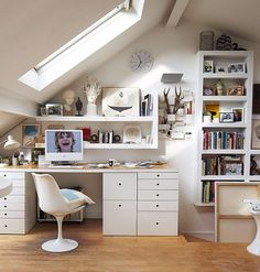Surprising Tips: Farmhouse Attic Office attic conversion home theaters. Small Space Living, Small Spaces, Living Spaces, Attic Rooms, Attic Spaces, Attic Bathroom, Attic Apartment, Attic Playroom, Office Playroom