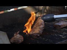 Denisse comparte su secreto para asar carne a los siguientes términos de cocción: ligeramente cocido, término medio y bien cocido. Grill Pan, Coco, Carne, Steak, Grilling, Griddle Pan, Crickets, Steaks